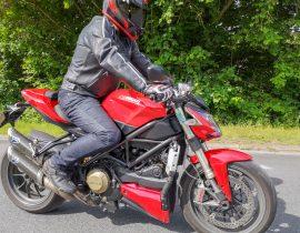 Prueba del pantalón vaquero DXR Howell: prueba completa en carretera